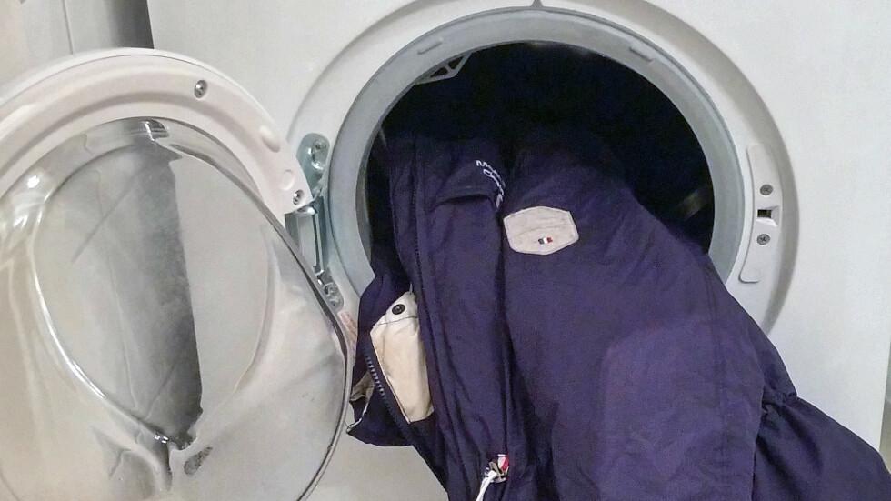 <strong>DUNJAKKE I VASKEMASKIN:</strong> Ja eller nei? Ekspertene sier mange av jakkene bør sendes på rens. Se hva som er viktig å sjekke før du kaster den inn i maskinen lengre ned i saken! Foto: KK.no