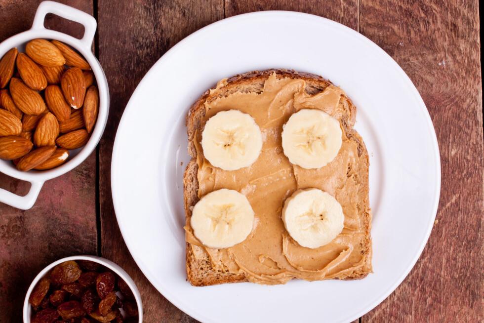 SUNN FRISTELSE: Personlig trener Beate Rossvoll sier det beste hun vet til mellommåltid er banan og mandelsmør. Foto: Shutterstock