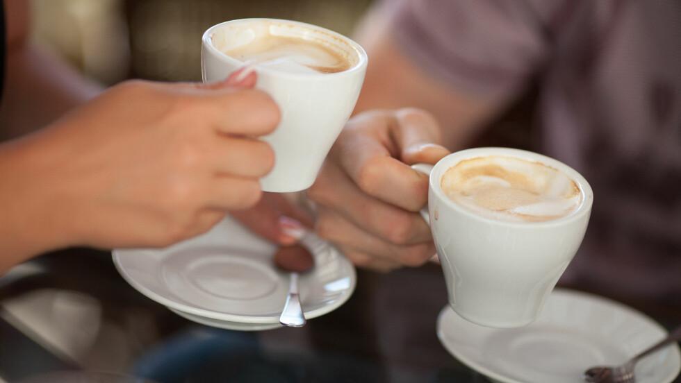 <strong>DROPP KAFFE RETT FØR OG ETTER MATEN:</strong> Ifølge ernæringsfysilogen bidrar kaffen til å binde jernet i maten som hindrer opptaket i kroppen, og som kjent er det svært vanlig med jernmangel blant kvinner.  Foto: armina - Fotolia