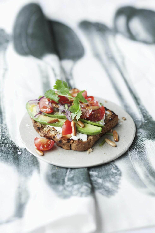 HØYT KOLESTEROL?: Spis mer fisk, kylling, linser, bønner, grove kornprodukter, grønnsaker og nøtter. Foto: StockFood