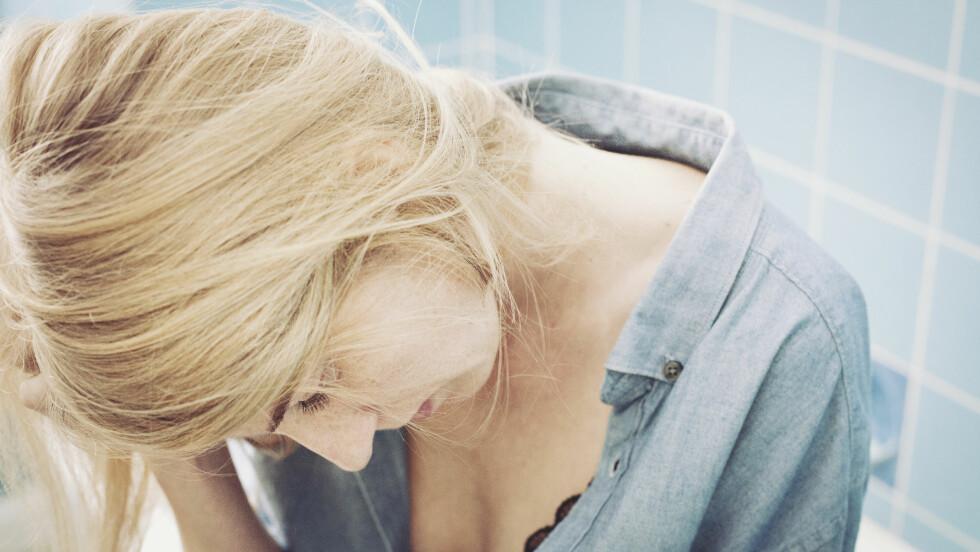 ANGST OG DEPRESJON:  I dag er det  langt flere unge voksne som rammes av angst og depresjoner, og det kan se ut til at særlig kvinner er utsatt. Foto: plainpicture