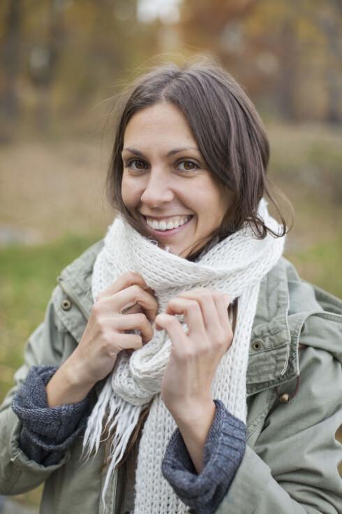 ABSORBERER FUKTIGHET: Har du tenkt på at luer, skjerf og klær i absorberende materialer kan tørke ut håret ditt?  Foto: Scanpix