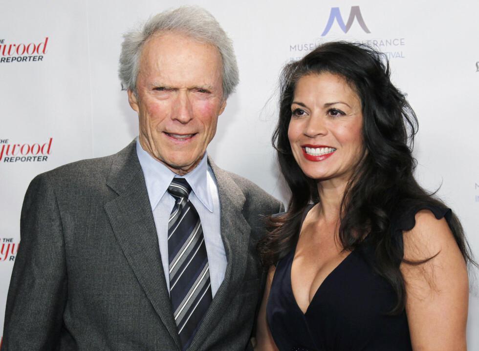 <strong>35 ÅRS FORSKJELL:</strong> Skuespiller og filmregissør Clint Eastwood var gift med 35 år yngre Dina Ruiz (50) i hele 18 år, før lykken brast i fjor. De har sønnen Morgan Eastwood (19) sammen. Foto: NTB Scanpix