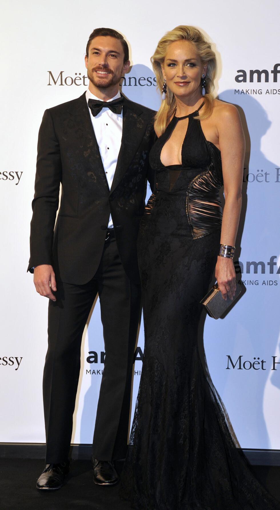 <strong>30 ÅRS FORSKJELL:</strong> Skuespiller Sharon Stone var kjæreste med den 30 år yngre argentinske kjekkasen Martin Mica (27), før lykken brast i 2013. Foto: NTB Scanpix