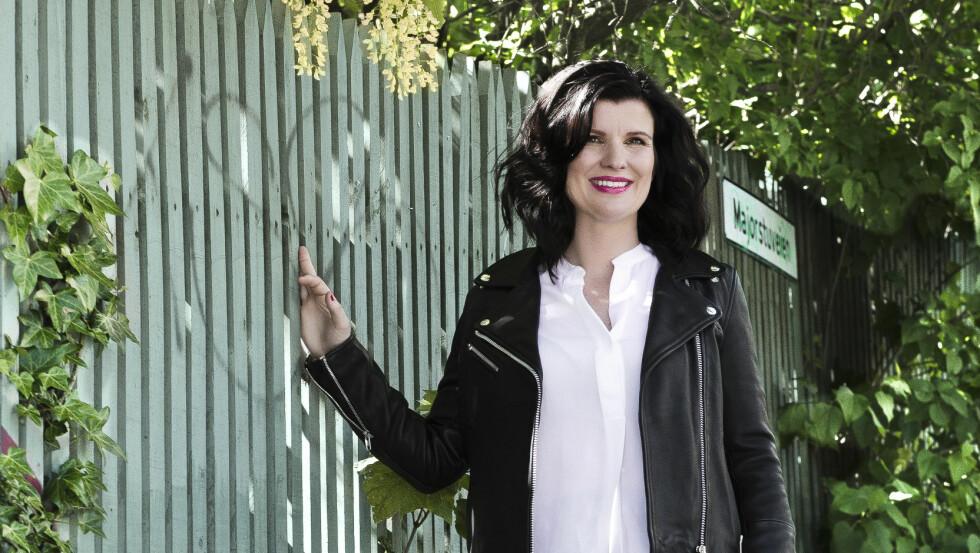 NY STIL: Henriette fikk en helt ny frisyre og masse tips til hvordan hun kan gjøre sin klassiske stil både pyntet og hverdagslig. Foto: Astrid Waller