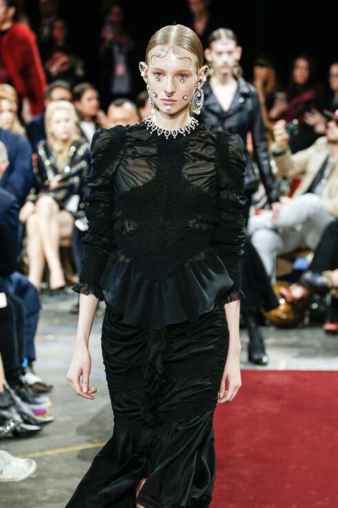 GIVENCHY: Slik så det ut da Givenchy presenterte sin kolleksjon for høst/vinter 2015.  Foto: Zuma Press