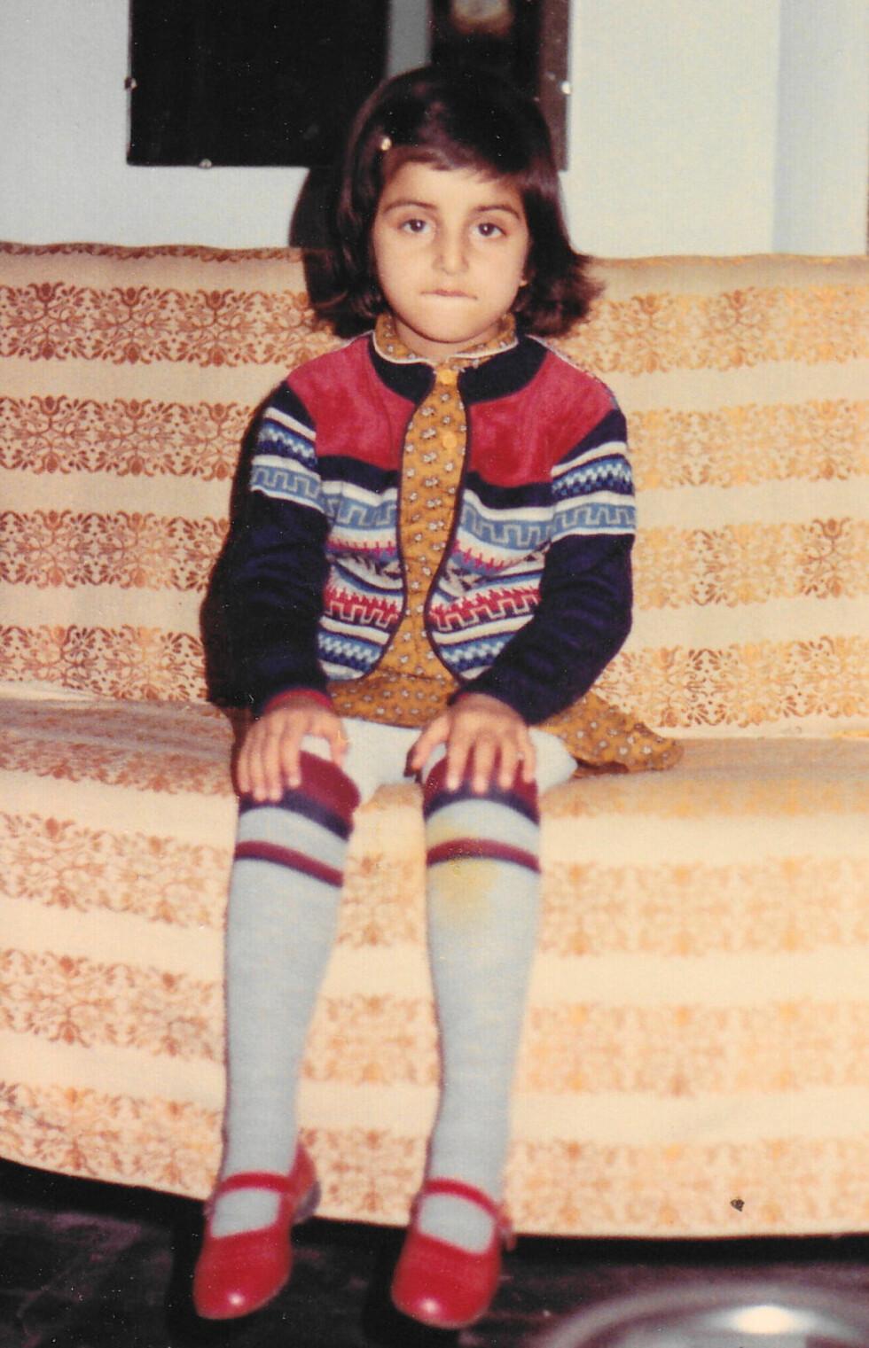 DEDIKERT: Deeyahs barndom var ikke typisk norsk. Hun måtte tidlig lære seg å jobbe hardt.  Foto: Privat