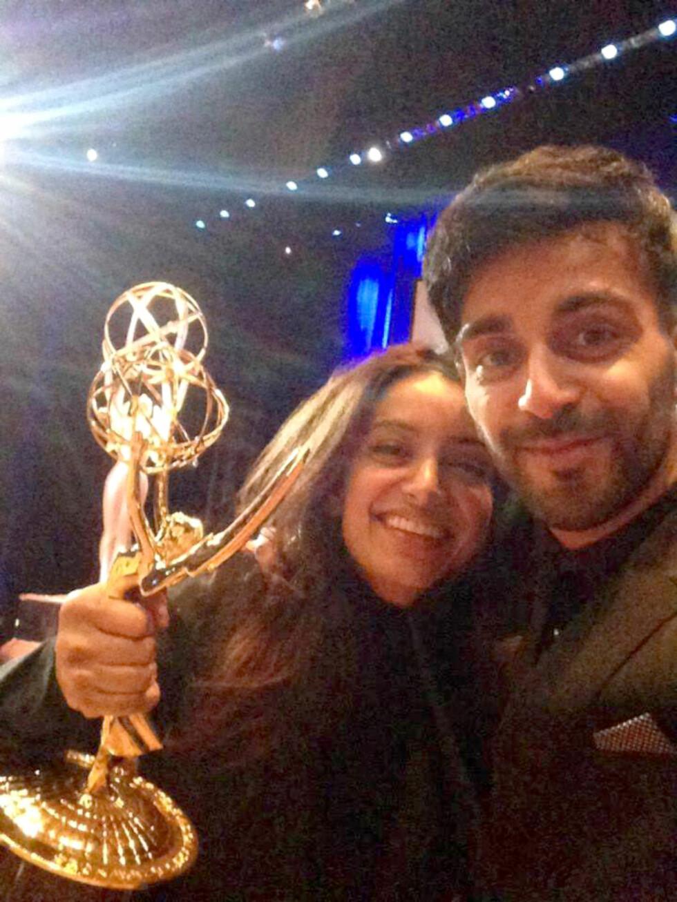 PRISBELØNNET FILMSKAPER: I seiersrus etter å ha vunnet Emmy, sammen med lillebror Adil. Foto: Privat