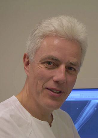 EKSPERTEN: Knut Melhuus er seksjonsleder ved Oslo skadelegevakt - og har jobbet der i en årrekke. Han har sett utallige skader som følge av julebordsesongen. Foto: NTB Scanpix