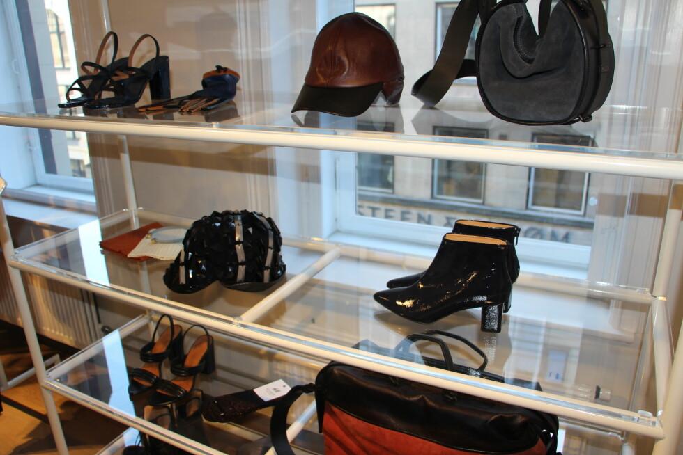 TILBEHØRET: Capser, vesker, hansker, sandaler og sokker, Foto: Malin Gaden