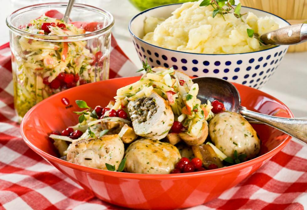 FYLTE KJØTTBOLLER: Urter, eple og parmesan er gode smaker sammen med det milde kyllingkjøttet. Foto: All Over Press