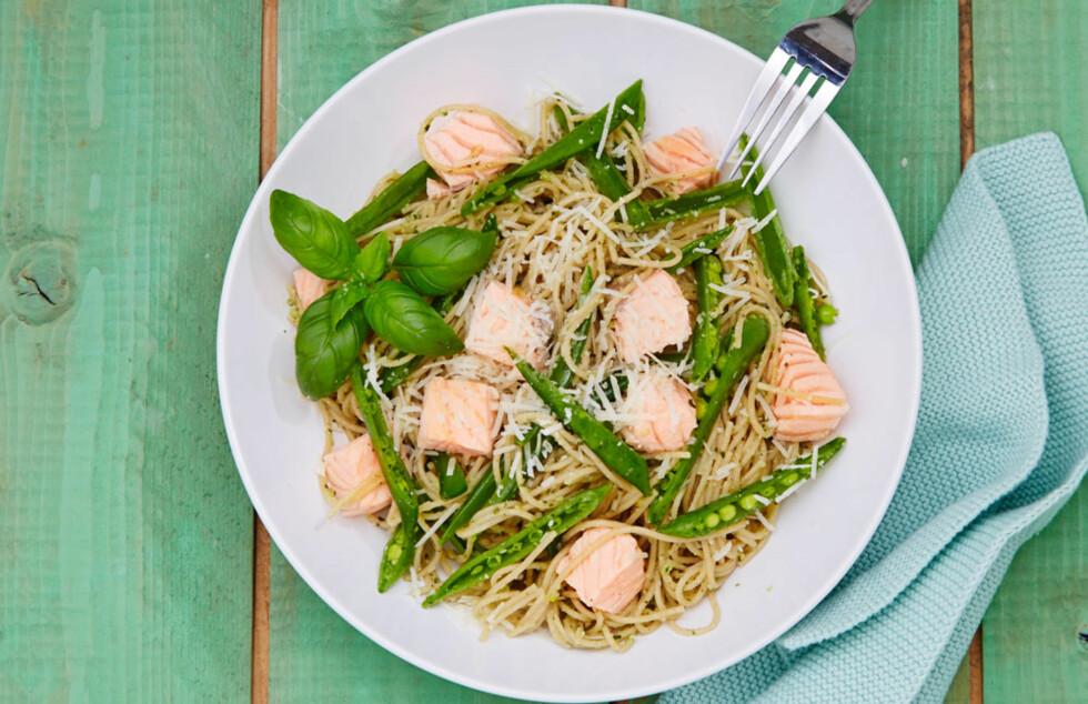 <strong>SPAGETTI OG LAKS:</strong> Det er lettvint å kjøpe ferdig pasta, men den du lager selv er ekstra god. Det er litt jobb, men vel verdt bryet! Foto: Synøve Dreyer