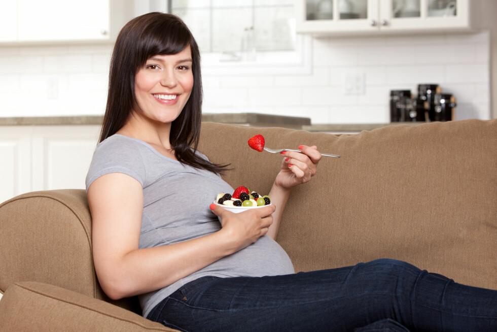 GRAVID: Når du er gravid er det spesielt viktigere at du spiser sunt og variert.  Foto: Shutterstock / Tyler Olson