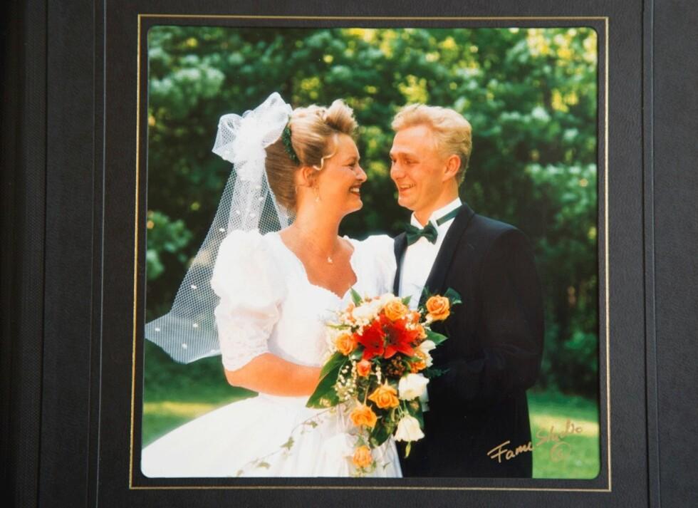 METTE OG BIRGER GIFTET SEG I 1997:  –Øynene var bra den dagen, men jeg hadde med meg øyedråper over alt, erindrer hun. Foto: Privat
