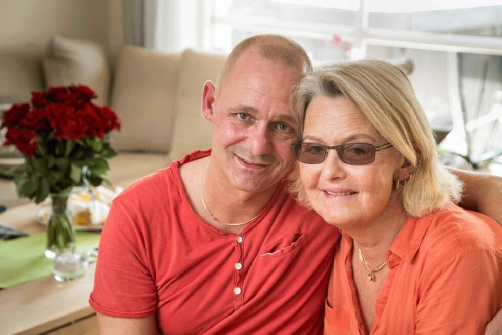 STÅR SAMMEN: Mette og ektemannen Birger Moe har erfart at den som står oppreist i stormen, får oppleve regnbuen etterpå. Foto: Morten Eik