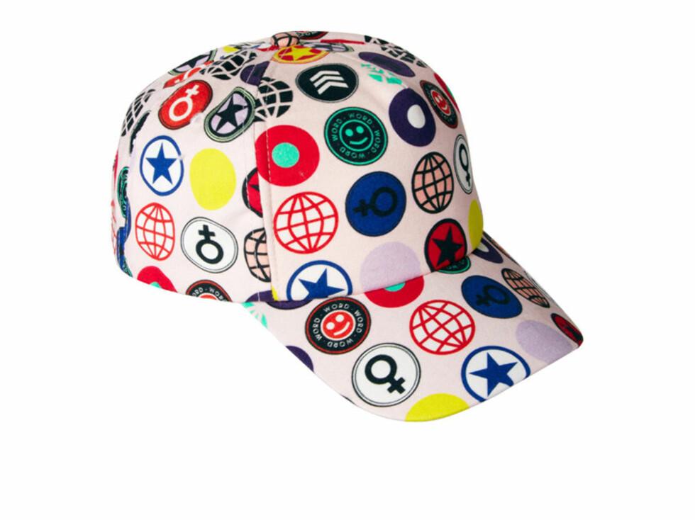 Caps med badge-print, 185 kroner fra Asos.com. Foto: Produsenten