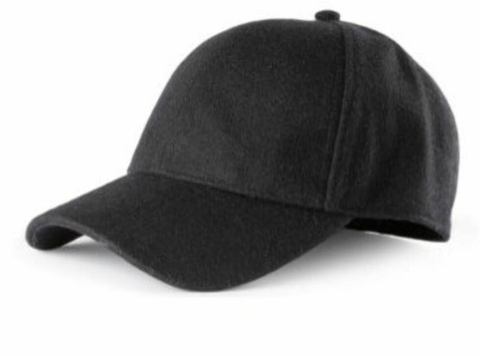 Svart caps fra H&M - 99 kroner.  Foto: Produsenten