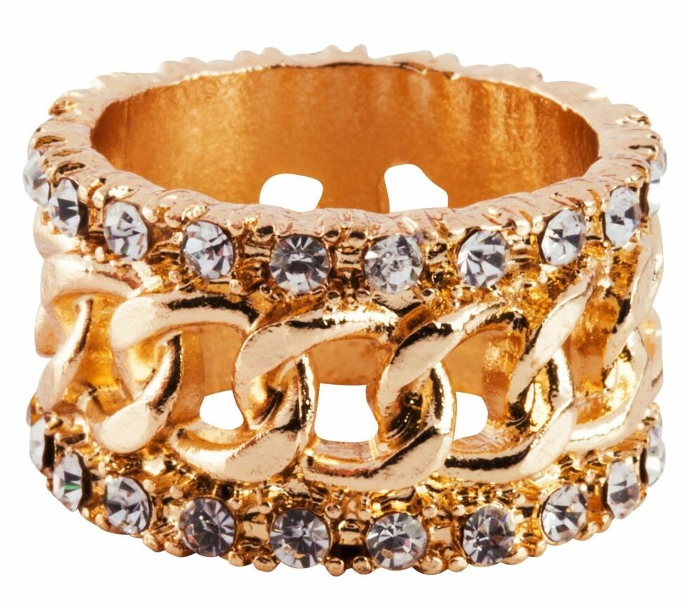 Ring (kr 70, Bik Bok by Dyrberg/Kern). Foto: Produsenten