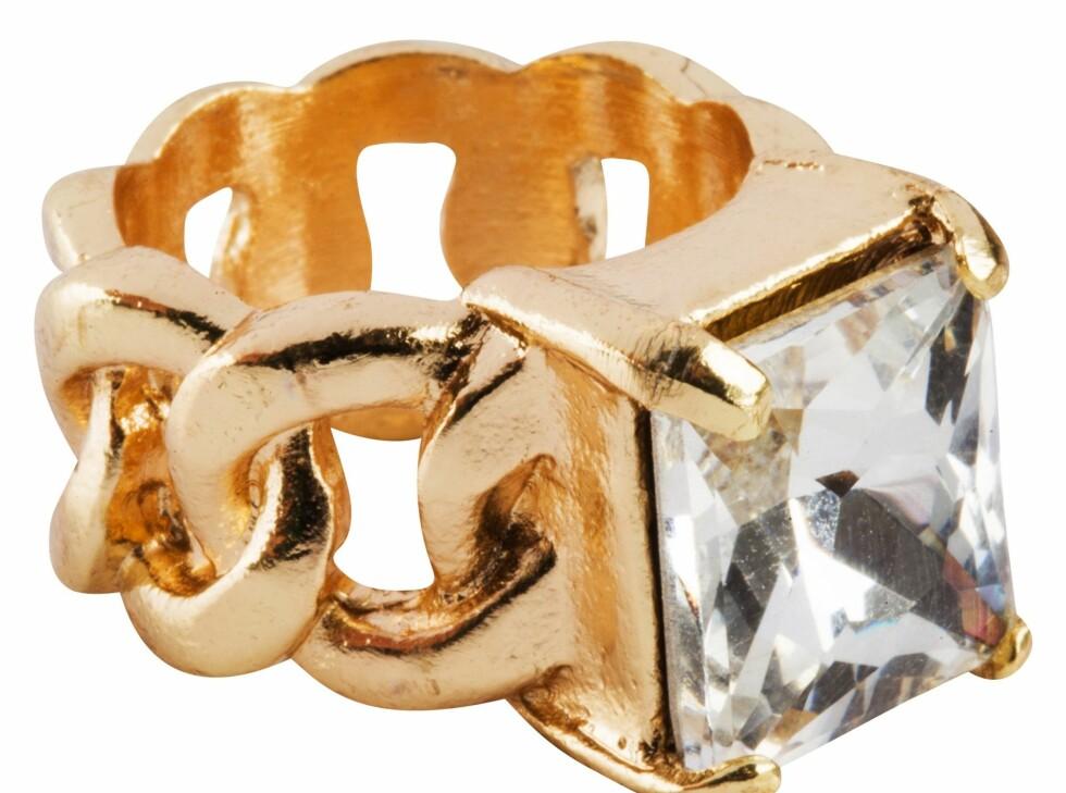 Ring (kr 80, Bik Bok by Dyrberg/Kern). Foto: Produsenten