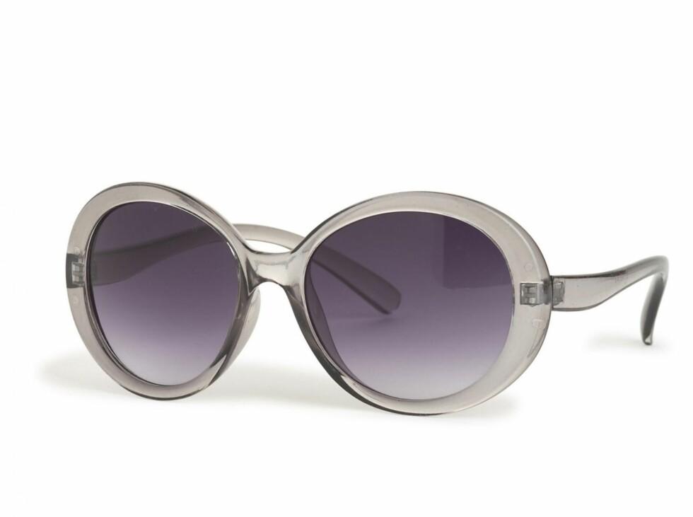 Solbriller i gjenomsiktig plast (kr 80, Lindex). Foto: Produsenten
