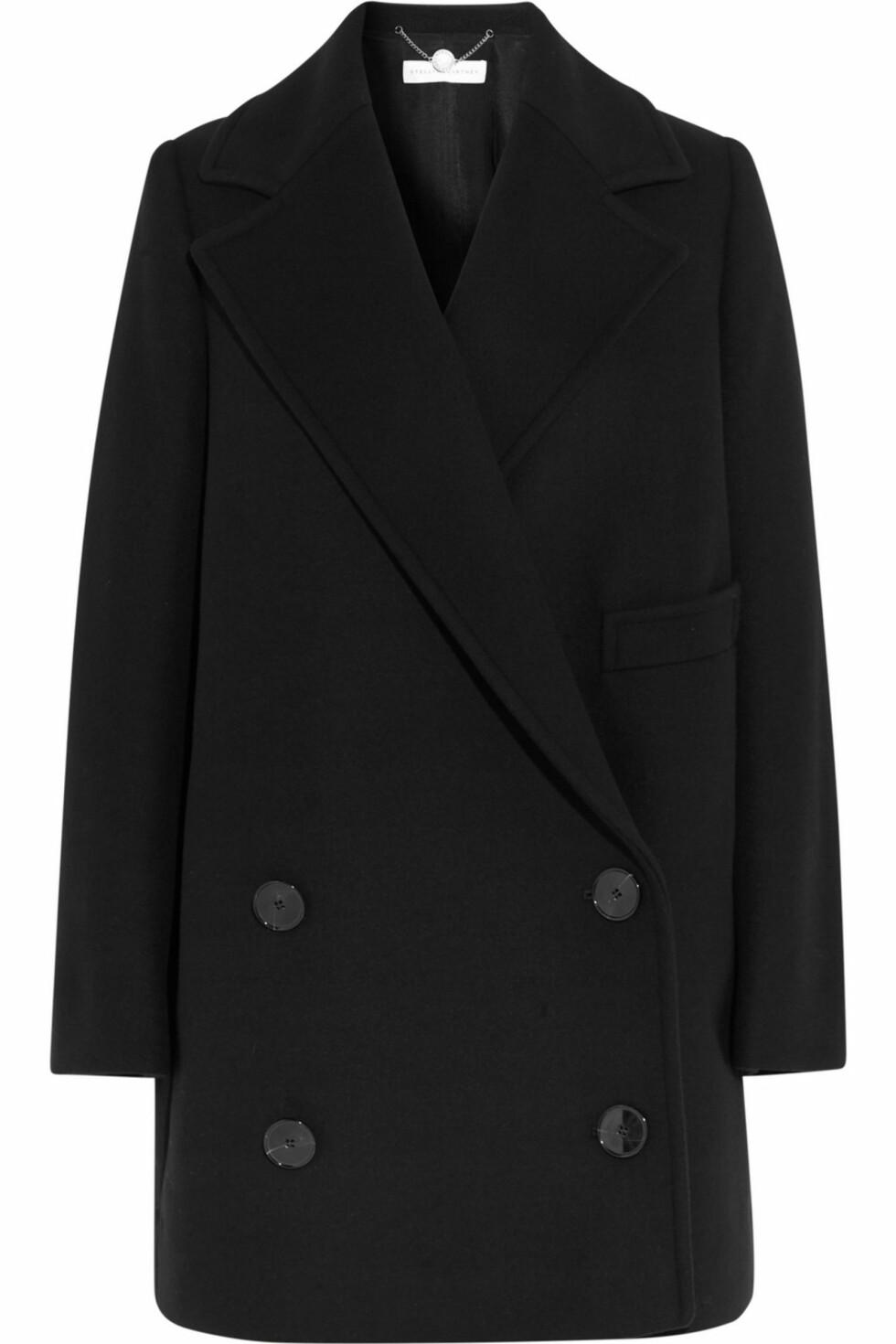 <strong>VINTERKÅPE:</strong> Denne vinterkåpen er en sikker investering. Den formløse formen kombinert med fine slag går aldri av moten!  Kåpe fra Stella McCartney, ca. kr 14 000.  Foto: Net-a-porter.com
