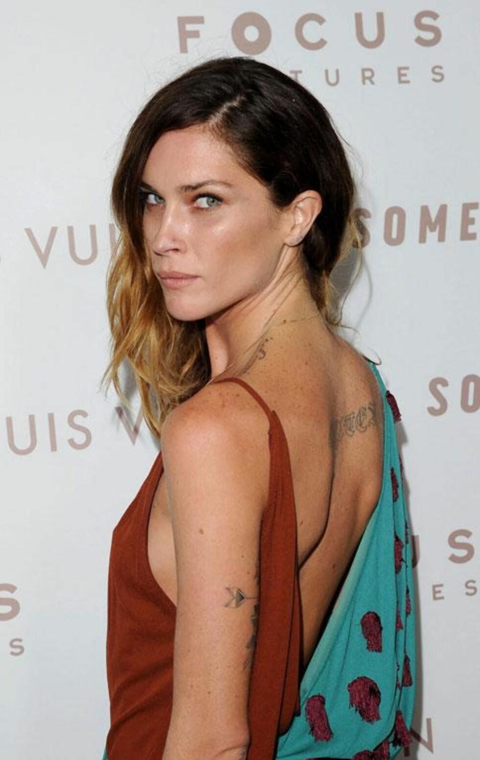 I BOHEMSK STIL: Supermodell Erin Wasson har flere bohemsk-inspirerte tatoveringer. Foto: All Over Press