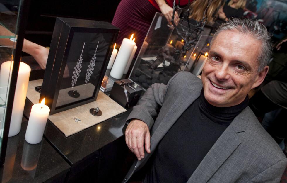 LESS IS MORE: Etter flere sesonger med store smykker, tror Henning Kern at folk er klare for mindre tilbehør. Foto: Per Ervland