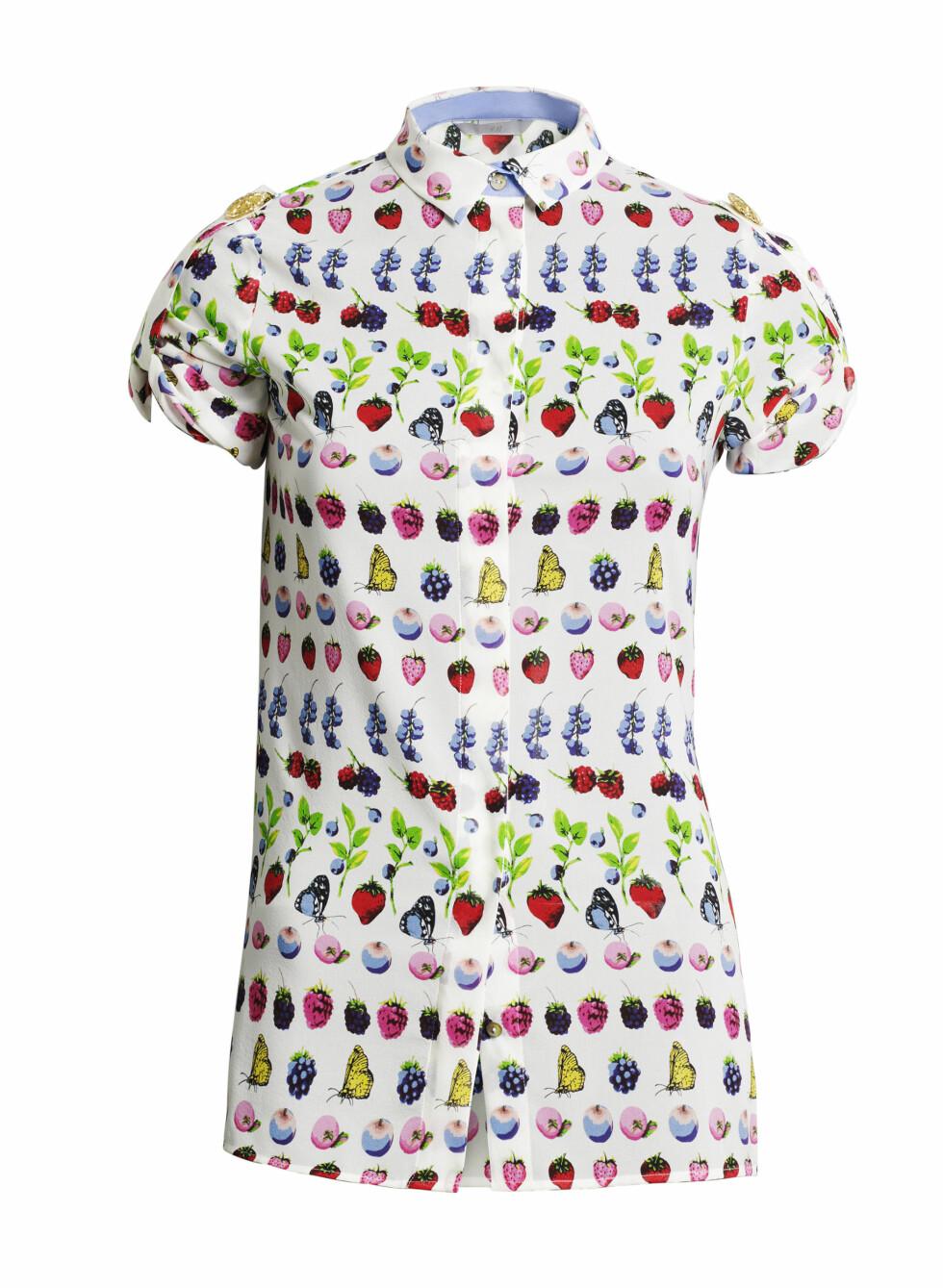Kortermede skjorter kan for eksempel kombineres med hvite jeans. Foto: Produsenten