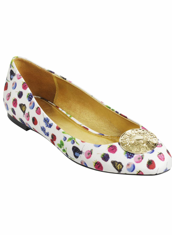 Foretrekker du flate sko, kommer også ballerinavarianten med det nye mønsteret. Foto: Produsenten