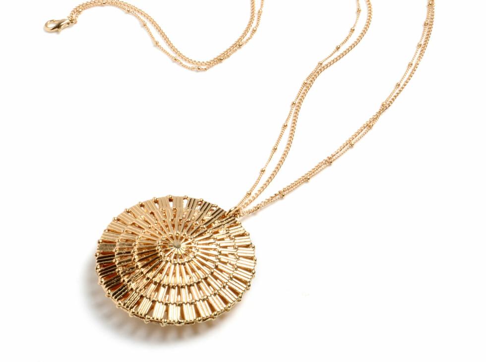 Halskjede i gull med anheng, kr 1199. Foto: Produsenten