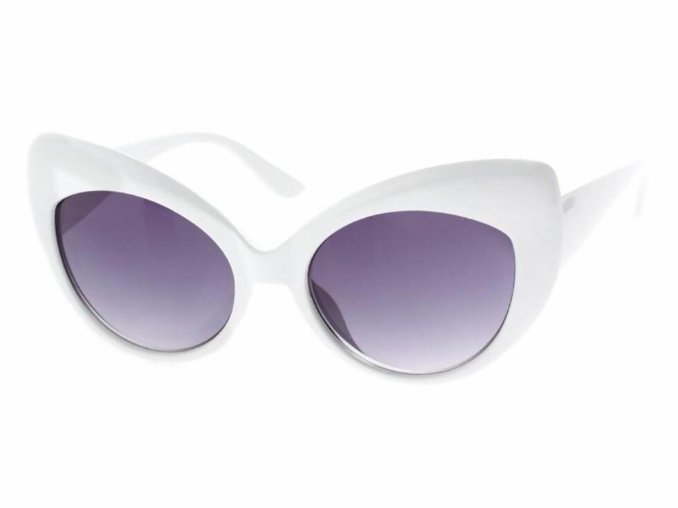 Kattebriller (cirka kr 120, Asos.com).