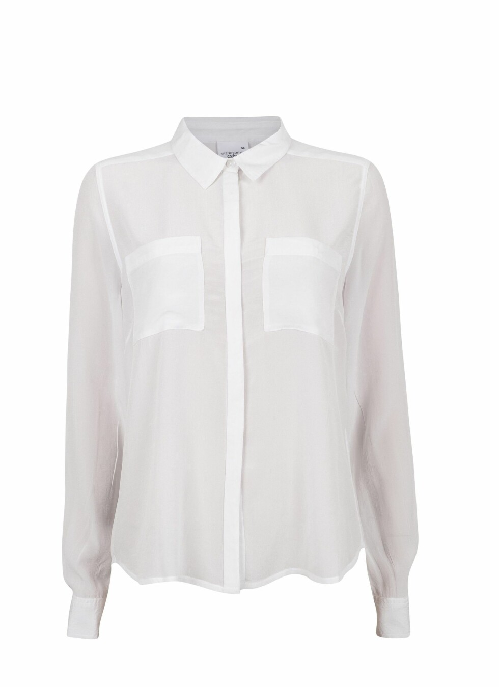 Hvit skjorte med lommer foran (kr 500, Cubus).