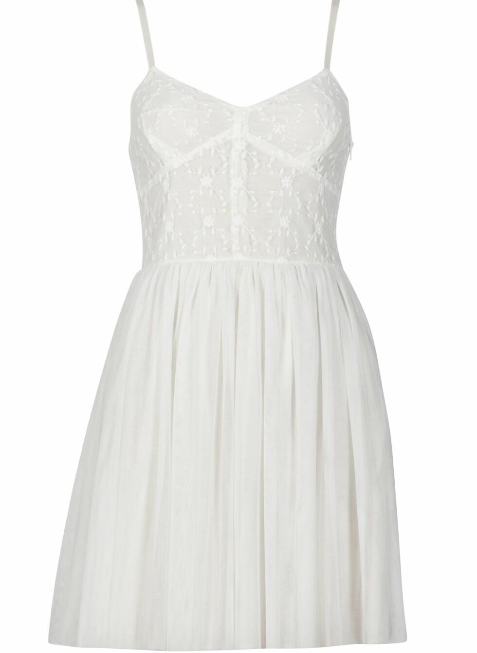 Søt kjole med bustier og tynne stropper (kr 300, Cubus).