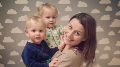 TVILLINGMAMMA: I fjor ble Vivian Torvund Berg (34) mamma til Oscar og Adrian.  Foto: Privat