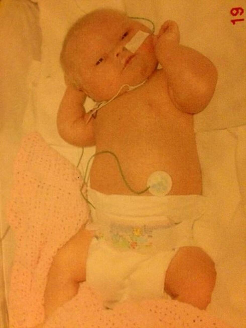 NYFØDT: Angelika ett døgn gammel, dagen etter fødselen 19. november 2005.  Foto: Privat