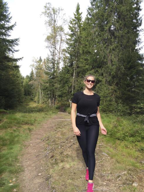 GÅR TUR: Sigrid sitter mye foran dataen på jobb og prøver å komme seg ut på treningstur så ofte hun kan! Foto: Privat