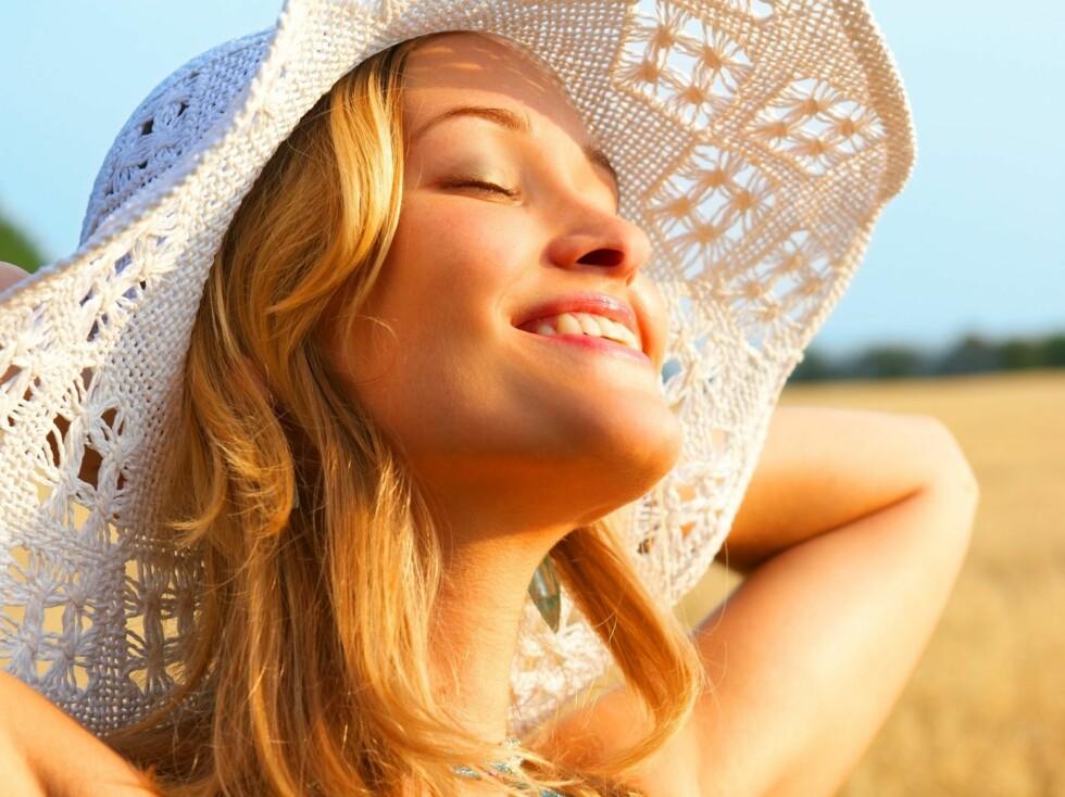 SOLSKADE: Mellom 80 og 90 prosent av hudens aldring skyldes UV-stråling, og det er derfor viktig å bruke kremer med solfaktor daglig.  Foto: Thinkstock