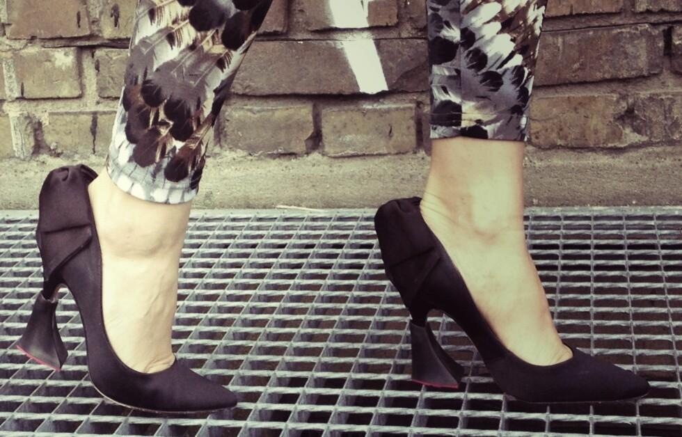 SKAL GI EKSTRA BESKYTTELSE TIL KILLERHÆLENE: - Dersom man vil være litt velkledd og elegant på kontoret, foreslår jeg å bruke heelboops-hæler i en farge som matcher skoene, for eksempel svart til svarte pumps, eller så kan man kline til i leopard eller knalle farger, sier designeren bak Heelbopps, Katharina Hermes, til KK.no. Foto: © HEELBOPPS