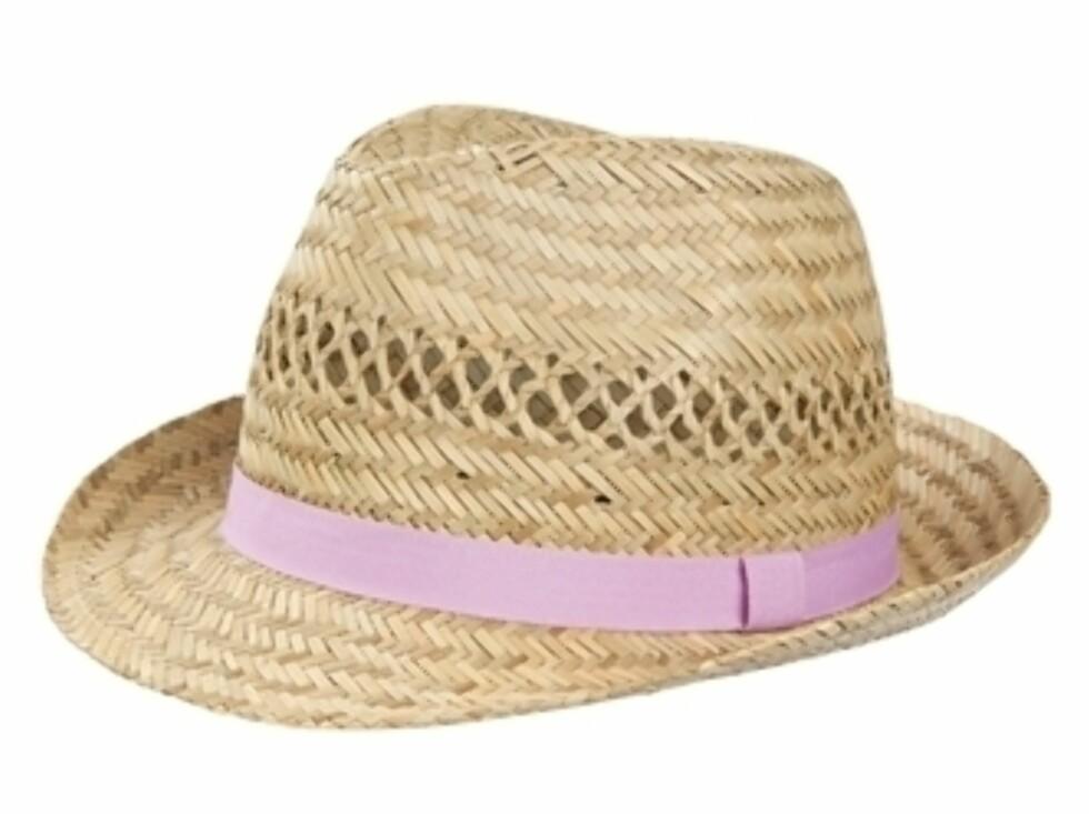 En herreinspirert hatt med feminin touch til 99 kroner. Foto: BikBok