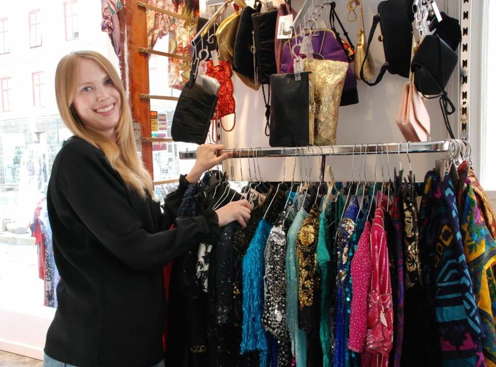 <strong>ELSKER VINTAGE:</strong> Åsa går bare i vintageklær selv og gjorde hobbyen til jobb da hun åpnet Velouria Vintage i Oslo for drøye to år siden. Foto: Aina Kristiansen