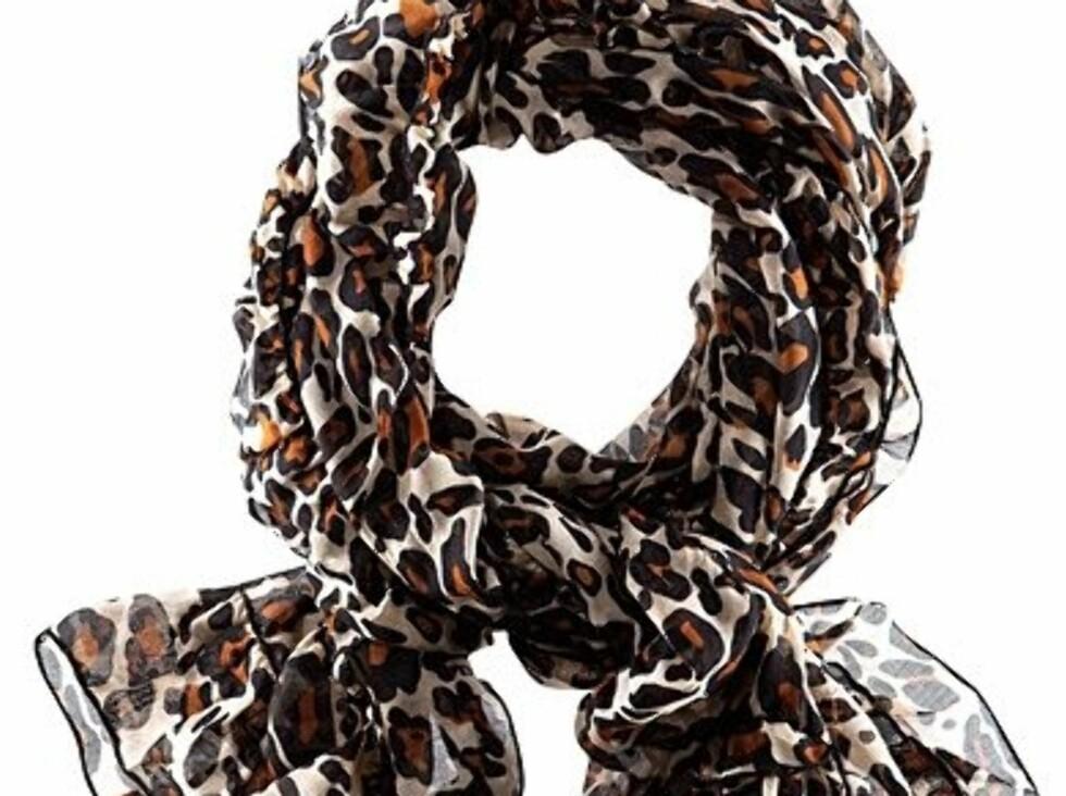 Start gjerne i det små med dette leopardskjerfet fra H&M, kr 79,50. Foto: Produsenten