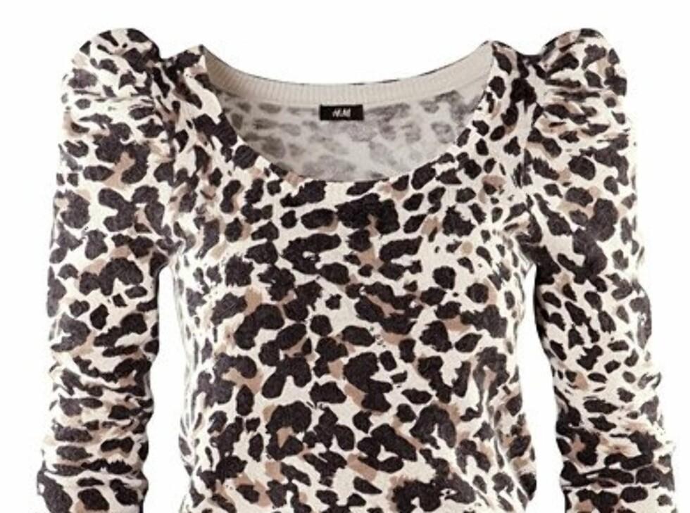 En genser med puffermer kan fint kombineres med høstens vide herrebukser og et par ankelboots, fra H&M, kr 299. Foto: Produsenten