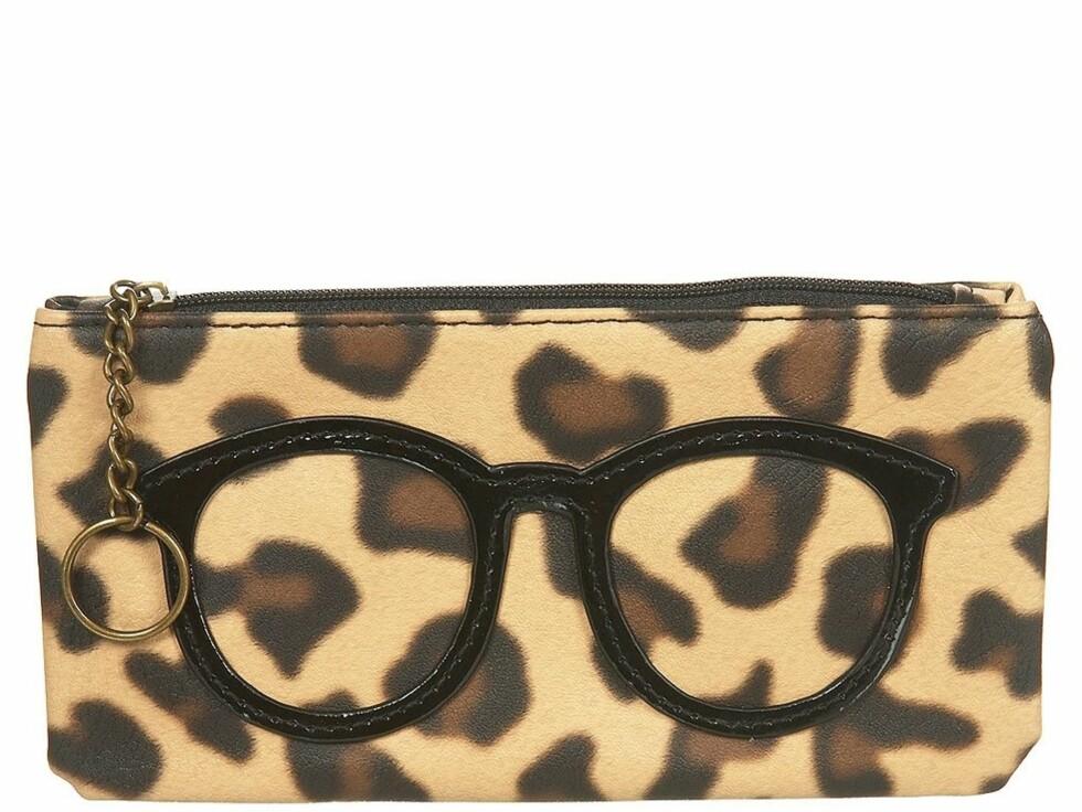 Morsom liten pung med brilleapplikasjon, fra Topshop, ca. kr 56. Foto: Produsenten