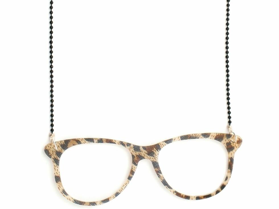 Langt kjede med briller for den dyriske nerden, fra Nelly, kr 39. Foto: Produsenten