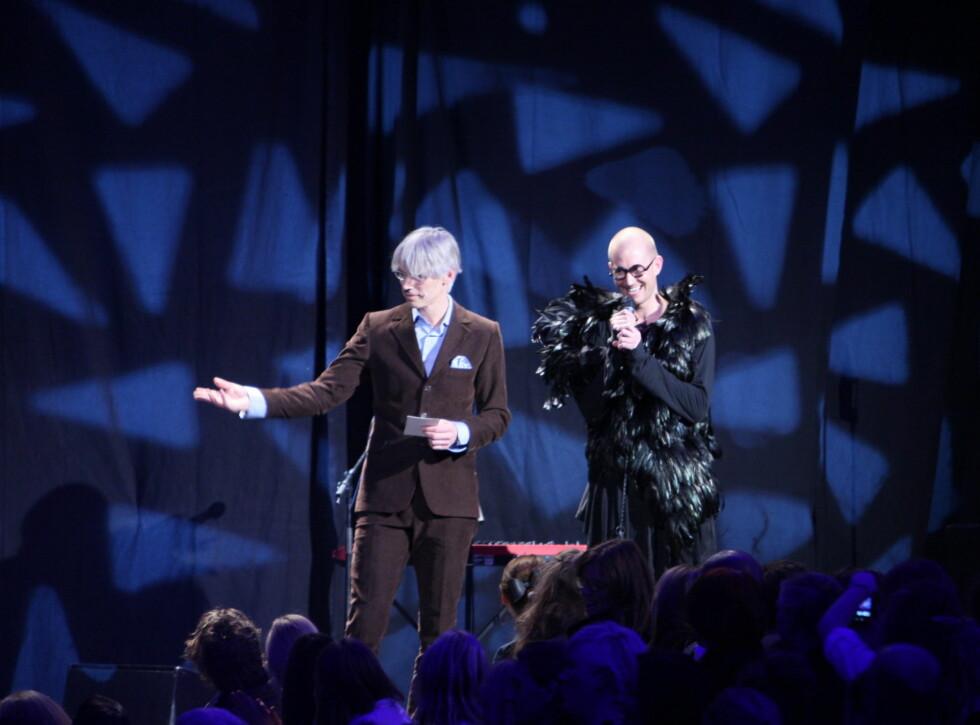 BRYR SEG IKKE OM PELSFORBUDET: – Jeg har masse pels, sier stylist Storm Pedersen (til høyre) til KK.no Foto: Per Ervland