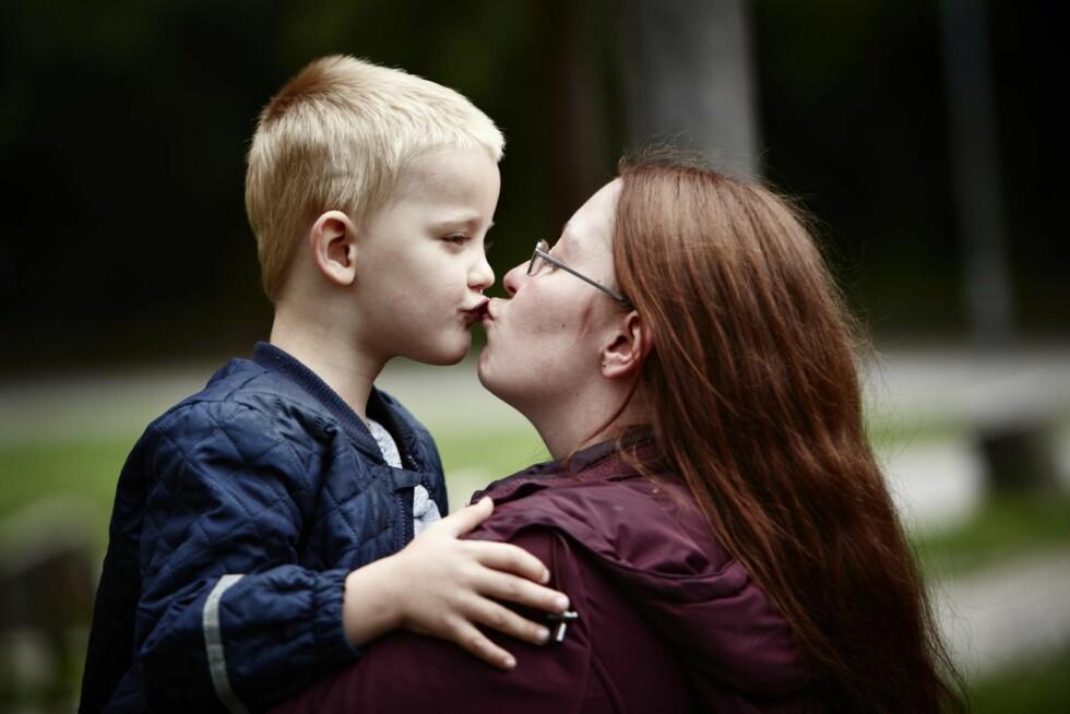 KJÆRLIGHET:  Sønnen Steven på 5 år er Cassandras store lykke i livet. Foto: Steen Wreem