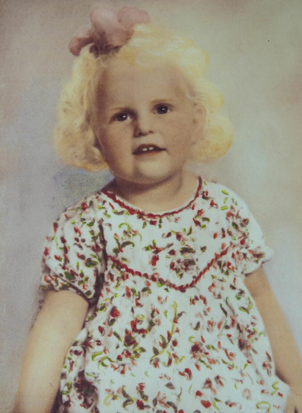 NYTT HJEM: Inga ble født da andre verdenskrig gikk mot slutten. Fra hun var 14 måneder gammel, vokste hun opp hos adoptivfamilien sin. Foto: Privat