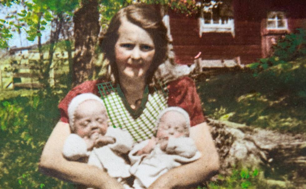 FAVNEN FULL: Mamma Ester med tvillingene Karl-Axel (t.v.) og Inga sommeren 1945. Det skulle gå nesten et helt liv før de møttes igjen. Foto: Privat