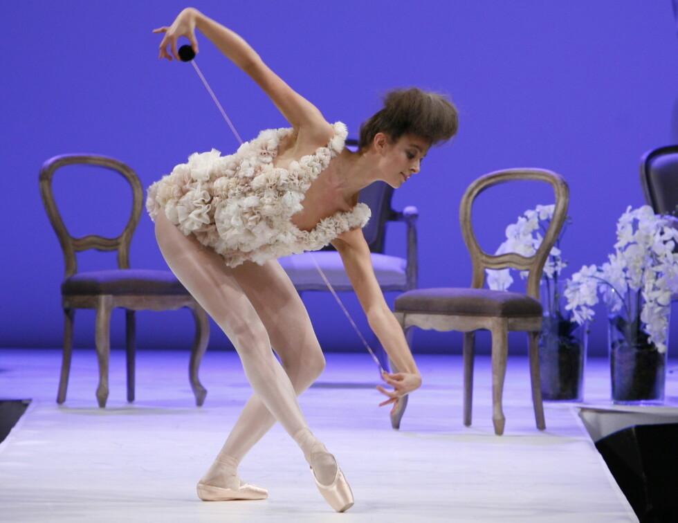 En prima ballerina danset på catwalken.  Foto: Per Ervland