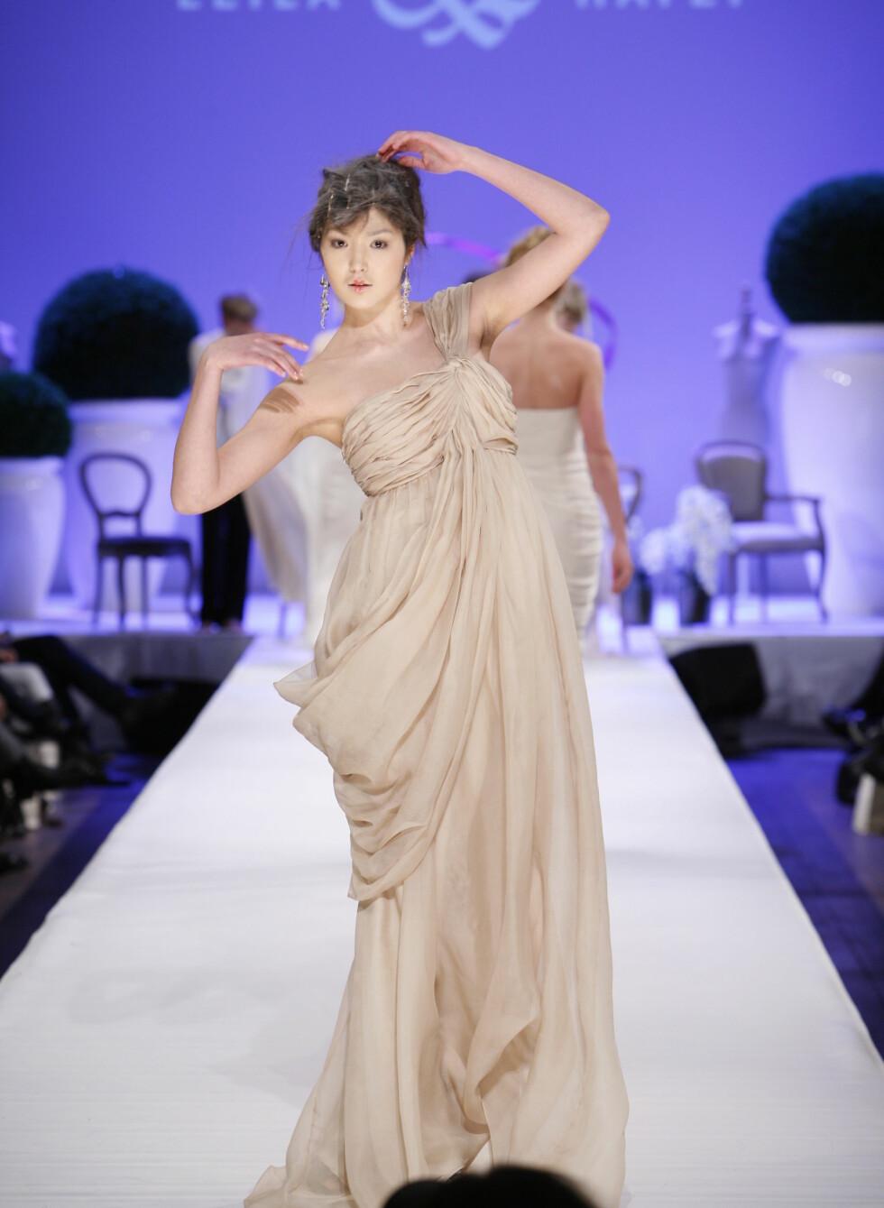 Asymmetisk og drapert som en vakker, gresk gudinne. Foto: Per Ervland